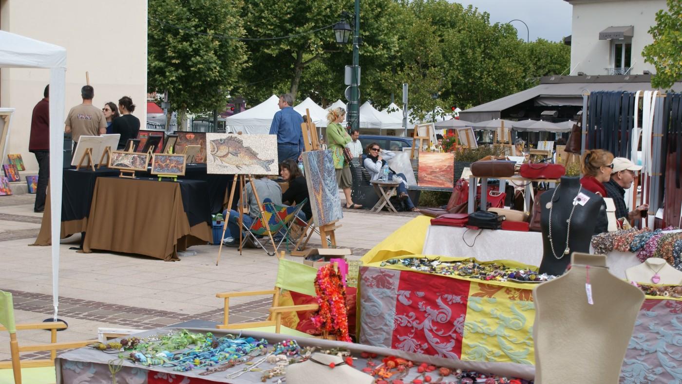 Maisons Laffitte - market day